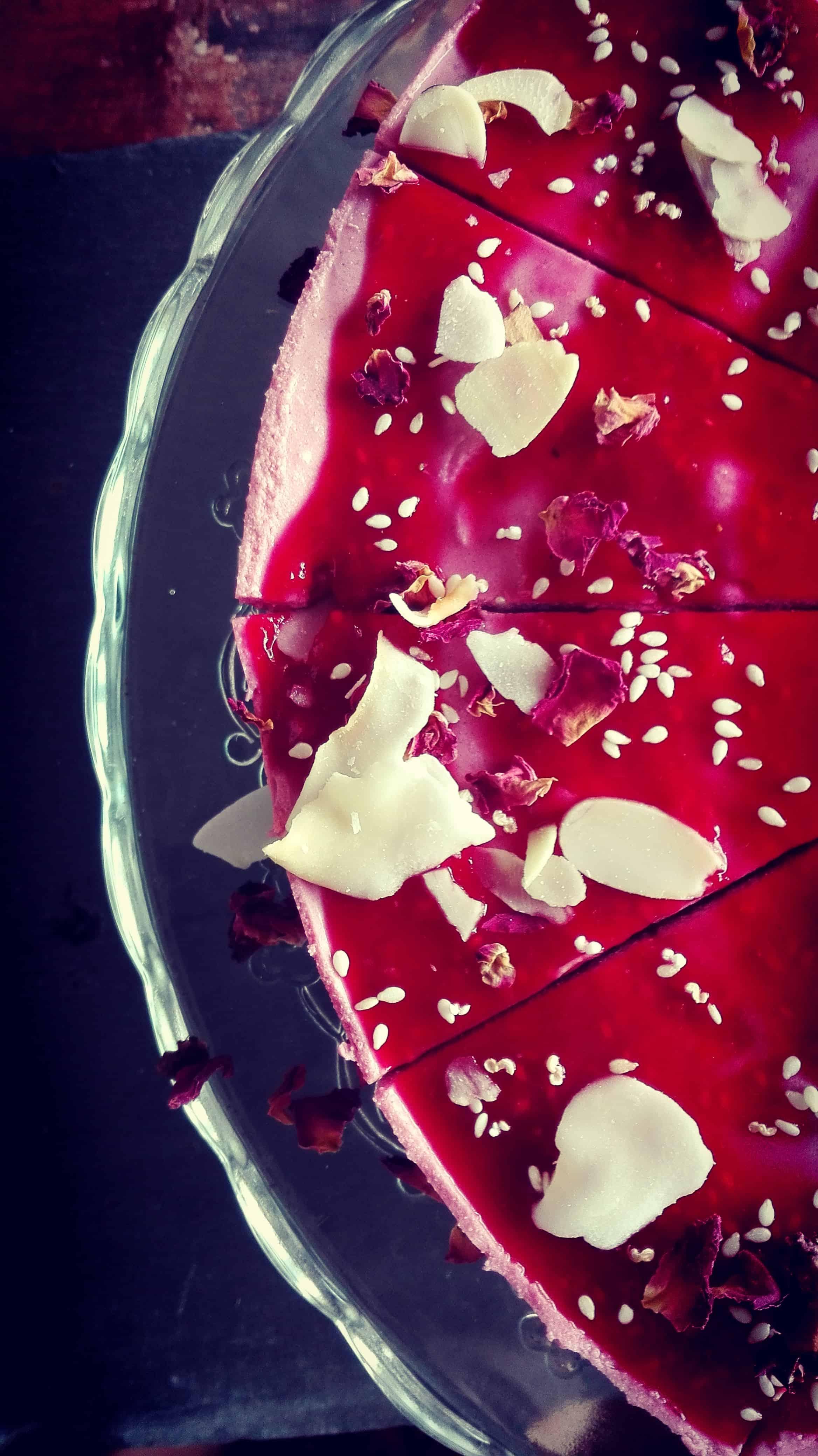 Raw ciasto z malin i nerkowców z Cafe Wolna